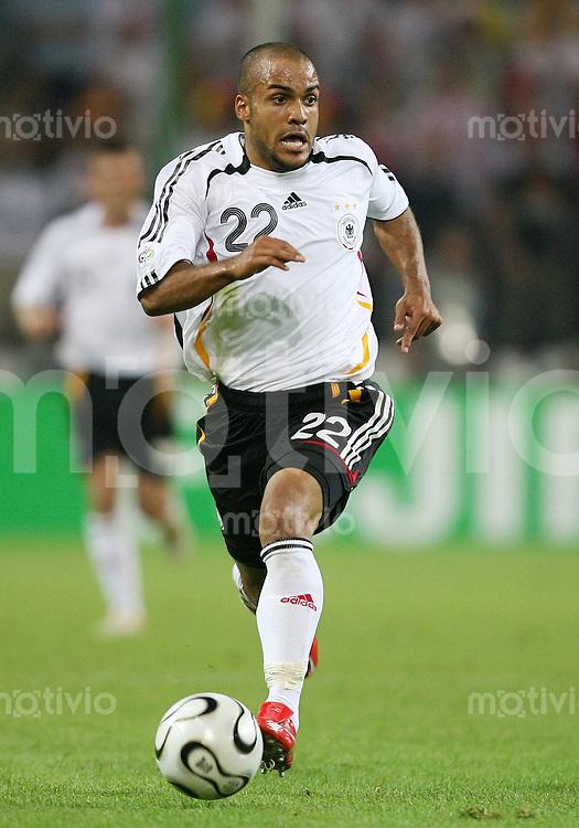 Fussball   WM 2006   Nationalmannschaft Deutschland David ODONKOR (Deutschland), Einzelaktion am Ball