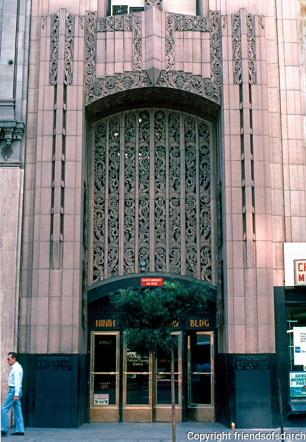 Los Angeles: Ninth & Broadway Building, 850 S. Broadway. Claude Beelman 1929. Photo '89.
