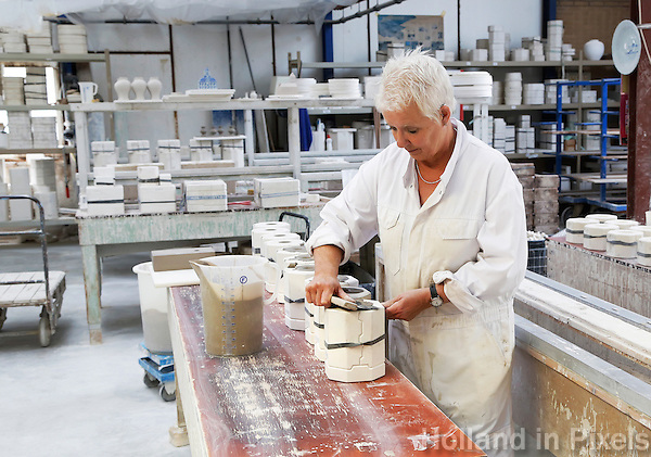 Delft- De Porceleyne Fles (sinds 2008 De Koninklijke Porceleyne Fles, internationaal bekend als Royal Delft) is een aardewerkfabriek, opgericht in het jaar 1653 in Delft en tegenwoordig ook als museum te bezoeken. Er wordt Delfts Blauw aardewerk vervaardigd.