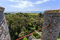 France, Manche (50), Vauville, Jardin botanique du château de Vauville, vue depuis le sommet de la tour de défense du château