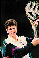 1992, Belgium, Antwerp, Richard Krajicek wins ECC in Antwerp and receives the diamond racket