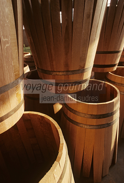 Europe/France/Poitou-Charentes/16/Charente/Cognac/Tonnellerie Seguin Moreau : Barrique en 'roses'<br /> PHOTO D'ARCHIVES // ARCHIVAL IMAGES<br /> FRANCE 1990