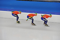 SCHAATSEN: BERLIJN: Sportforum, 08-12-2013, Essent ISU World Cup, Team Pursuit Ladies,  Jorien ter Mors, Marrit Leenstra, Ireen Wüst (NED), ©foto Martin de Jong