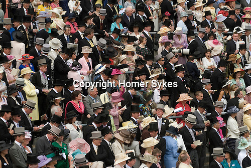 Ascot Horse Racing, Berkshire, England 2006. Race goers watch the horses in the parade ground.