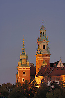 Poland, Krakow, Wawel, Cathedral and Royal Castle, at night