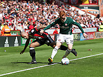 Samir Carruthers of Sheffield Utd in action with Ryan Woods of Brentford during the English championship league match at Bramall Lane Stadium, Sheffield. Picture date 5th August 2017. Picture credit should read: Jamie Tyerman/Sportimage