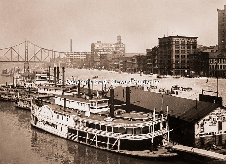 Pittsburgh PA:  Paddlewheelers docked at the Monongahela Wharf  -  1905