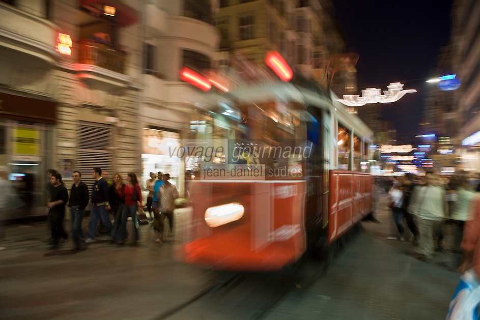 Europe/Turquie/Istanbul : Tramway dans le  Quartier Istiklal caddesi