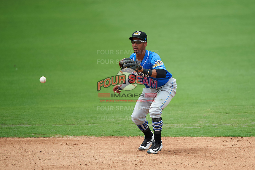 Akron RubberDucks shortstop Ivan Castillo (1) fields a ground ball during the first game of a doubleheader against the Bowie Baysox on June 5, 2016 at Prince George's Stadium in Bowie, Maryland.  Bowie defeated Akron 6-0.  (Mike Janes/Four Seam Images)