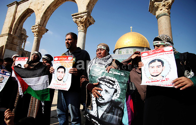 Palestinians demonstrate outside the Dome of Rock at the Al-Aqsa Mosque compound, Islam's third most holy site, on November 15, 2013, to mark the 25th anniversary of Palestinian Independence Day. Palestinians held celebrations to mark the anniversary of the 1988 symbolic declaration of independence by the late Palestinian leader Yasser Arafat. Photo by Saeed Qaq