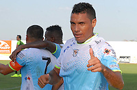 MONTERIA - COLOMBIA - 01-03-2015: Martin Arzuaga (Izq.) jugador de Jaguares FC celebra un gol anotado a Alianza Petrolera durante partido entre Jaguares FC y Alianza Petrolera por la fecha 7 de la Liga Aguila I 2015, jugado en el estadio Municipal de Monteria. / Martin Arzuaga (L) player of Jaguares FC celebrates a goal scored to Alianza Petrolera, during a match between Jaguares FC and Alianza Petrolera for the  date 7 of the Liga Aguila I-2015 at the Municipal de Monteria Stadium in Monteria city, Photo: VizzorImage / Jose Perdomo / Cont.