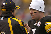 28 November 2004:  Tommy Maddox (l) talks with Ben Roethlisberger (r) after he comes off the field.<br />