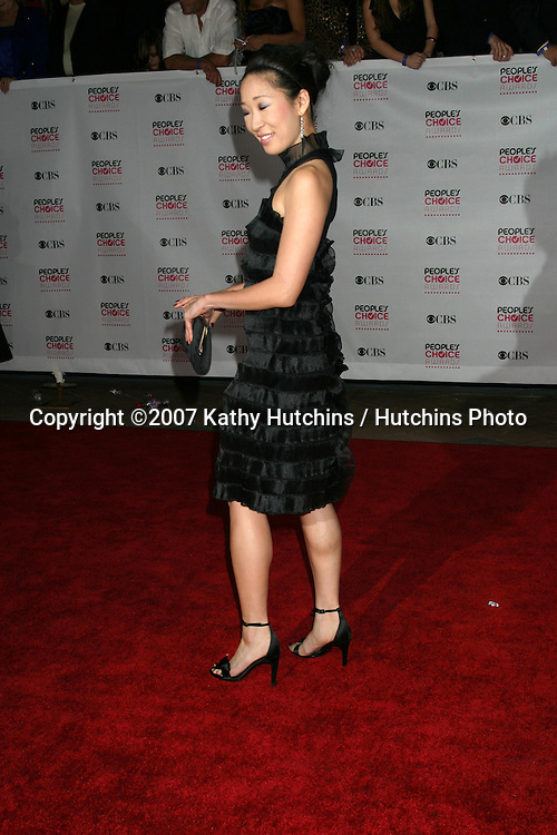 Sandra Oh.2007 People's Choice Awards -  Arrivals.Shrine Auditorium.Los Angeles,  CA.January 8, 2007.©2007 Kathy Hutchins / Hutchins Photo....