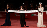 "Miss Italia 2017 Alice Rachele Arlanch (d) la patronne del concorso di Miss Italia Patrizia Mirigliani (c) e Samira Lui, terza classificata al concorso, posano con un manifesto  recante la scritta ""Miss Italia for women's respect"" sul red carpet della Festa del Cinema di Roma, 4 novembre 2017.<br /> ""Miss Italia 2017"" Alice Rachele Arlanch (r) the ""Miss Italia 2017"" patronne Patrizia Mirigliani (c) e Samira Lui (s) pose on the red carpet during the international Rome Film Festival at Rome's Auditorium, on november 4, 2017.<br /> UPDATE IMAGES PRESS/Isabella Bonotto"