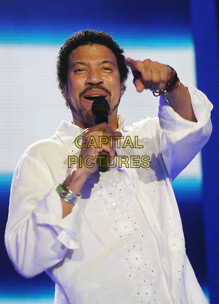 LIONEL RICHIE.Live in concert at the Wembley Arena, London, England..March 23rd, 2007 .stage concert gig performance music half length white shirt goatee facial hair singing hand pointing .CAP/MAR.© Martin Harris/Capital Pictures.