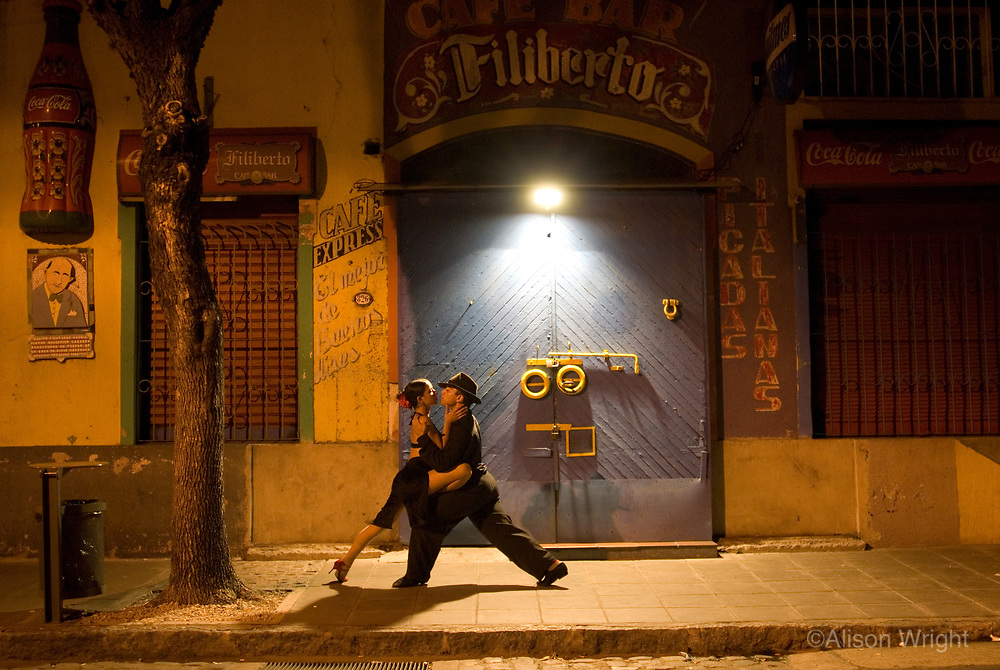 Jessica & Cristian, couple dancing tango in La Boca.