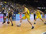 13.04.2019, EWE Arena, Oldenburg, GER, easy Credit-BBL, EWE Baskets Oldenburg vs medi Bayreuth, im Bild<br /> Kassius ROBERTSON (medi Bayreuth #3 ) Philipp SCHWETHELM (EWE Baskets Olldenburg #33 ) Viojdan STOJANOVSKI (EWE Baskets Oldenburg #19 )<br /> <br /> Foto &copy; nordphoto / Rojahn