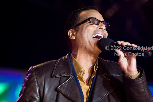 Washington, DC - December 4, 2008 -- Singer Jon Secada performs at the lighting of the National Christmas Tree at the White House in Washington, DC on 04 December 2008. This is the 85th year the President has participated in the ceremony..Brendan Hoffman - Pool via CNP