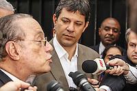 SAO PAULO, SP, 18 JUNHO 2012 - ELEICOES 2012 - MALUF ANUNCIA APOIO AO PT NAS ELEICOES EM SAO PAULO -  O deputado federal Paulo Maluf acompanhado do ex presidente da Republica Luiz Inacio Lula da Silva e do pre candidato a prefeitura de Sao Paulo Fernando Haddad durante anuncio do seu apoio ao Partido dos Trabalhadores nas eleicoes na cidade de Sao Paulo, coletiva realizada na residência de Maluf no Jardim Europa em Sao Paulo, nesta segunda-feira, 18. (FOTO: ADRIANA SPACA / BRAZIL PHOTO PRESS).