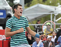 BOGOTA – COLOMBIA – 20-07-2014: Bernard Tomic de Australia, reacciona al ganar un punto a Ivo Karlovic de Croacia, durante partido de la final del Open Claro Colombia de tenis ATP 250, que se realiza en las canchas del Centro de Alto Rendimiento en Altura en la ciudad de Bogota.  / Bernard Tomic of Australia, reacts after wins a point to Ivo Karlovic of Croatia, during a match for the final of the Open Claro Colombia de tenis ATP 250, at Centro de Alto Rendimiento en Altura in Bogota City. Photo: VizzorImage / Luis Ramirez / Staff.