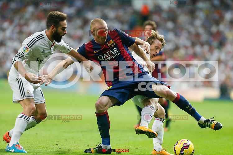 Real Madrid´s Daniel Carvajal and Luka Modric (R) and Barcelona´s Mathieu (C) during La Liga match between Real Madrid and F.C. Barcelona in Santiago Bernabeu stadium in Madrid, Spain. October 25, 2014. (ALTERPHOTOS/Victor Blanco) /nortephoto.com
