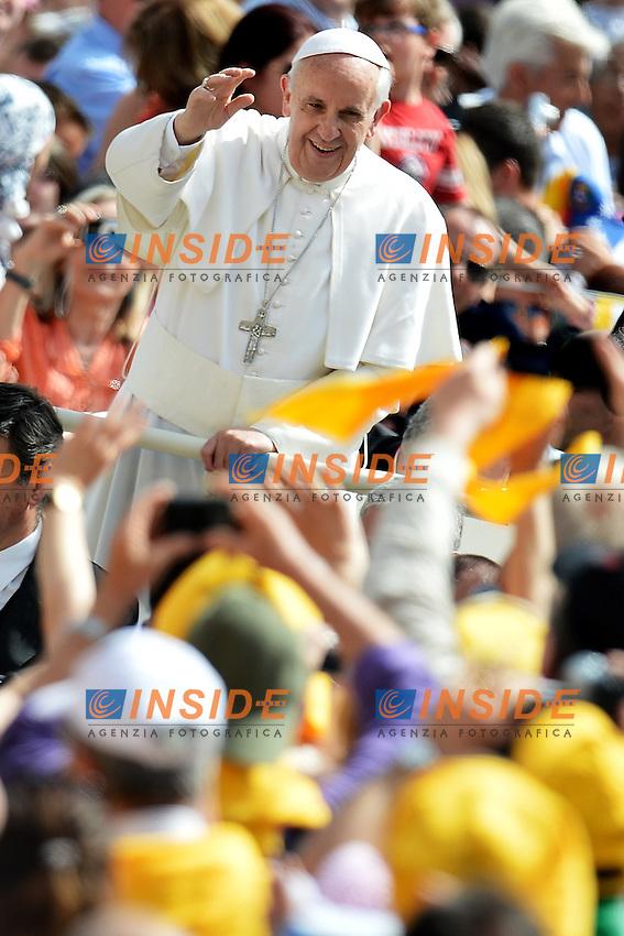Papa Francesco - Pope Francis .Citta' del Vaticano 01/05/2013 Piazza San Pietro .General audience - Udienza Generale.Foto Andrea Staccioli Insidefoto