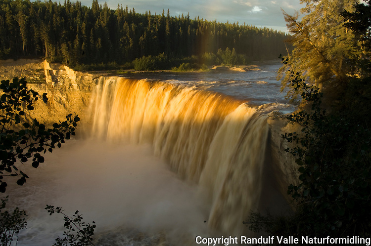 Alexandra Falls i Hay River, sør for Store Slavesjø i Canada. ---- Alexandra Falls in Hay River, south of Great Slave Lake, Canada.