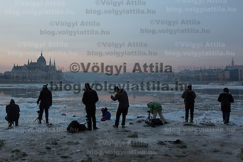 Photographers take pictures of the floating ice that is seen on river Danube in front of the Hungarian Parliament building in Budapest, Hungary on January 11, 2017. ATTILA VOLGYI