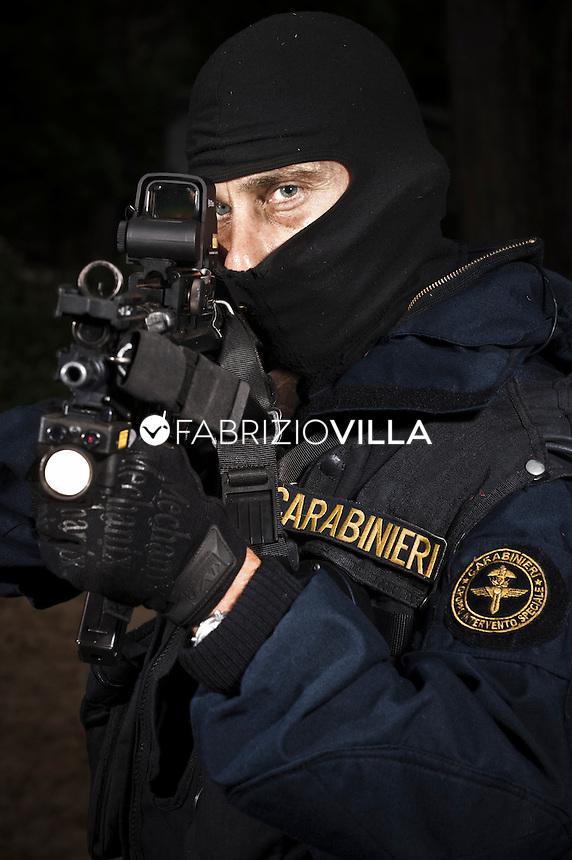 Gli uomini dei GIS - gruppo intervento speciale - dei Carabinieri.
