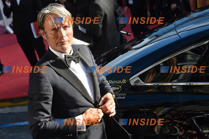Mads Mikkelsen - Montee des marches du film  Cafe Society pour l ouverture du 69eme Festival International du Film de Cannes <br /> Festival di Cannes 2016 <br /> Foto Panoramic / Insidefoto