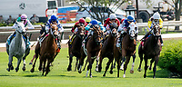 LOUISVILLE, KY - MAY 04: The horses come around the turn during an undercard race on Kentucky Oaks Day at Churchill Downs on May 4, 2018 in Louisville, Kentucky. (Photo by Dan Heary/Eclipse Sportswire/Getty Images)