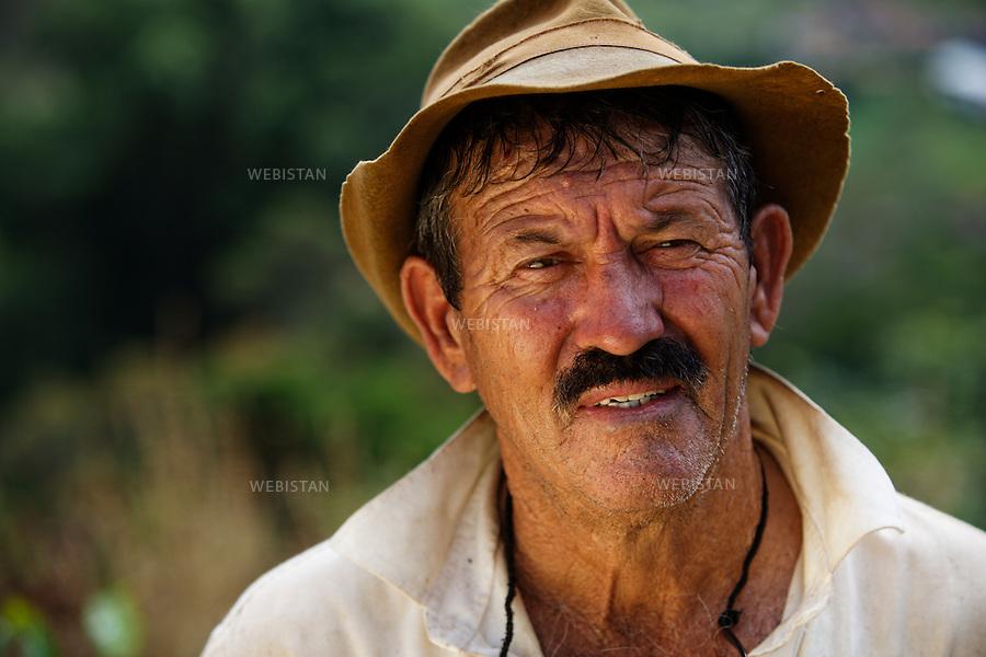 Bresil, etat Minas Gerais, Pocos de Caldas, fazenda (ferme) de cafe Recreio, 1er novembre 2012.<br /> <br /> La ferme Recreio est membre du programme Nespresso AAA. Portrait de Jose Rovilson, ouvrier agricole.<br /> Reportage les Chants de cafe_soul of coffee, realise sur les acteurs terrain du programme de developpement durable Triple AAA de Nespresso.<br /> <br /> Brazil, Minas Gerais, Pocos de Caldas, Fazenda (coffee farm) of Recreio, November 1, 2012 <br /> <br /> Recreio&rsquo;s farm is a member of the Nespresso AAA program. <br /> A portrait of Jose Rovilson, a farm laborer. <br /> Assignment: les Chants de cafe_ Soul of Coffee, implemented on the fields of Nespresso&rsquo;s AAA Sustainable Quality Program.