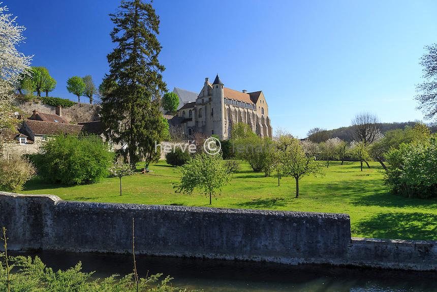 France, Seine-et-Marne (77) , Château-Landon, l'ancienne abbaye Saint-Séverin et le Fusain // France, Seine et Marne, Chateau Landon, former Abbey of Saint Severin