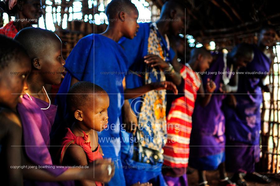 TANZANIA, Korogwe, Massai in Kwalukonge village, mass in Massai church / TANSANIA, Korogwe, Massai im Dorf Kwalukonge, Gottesdienst in Massai Kirche