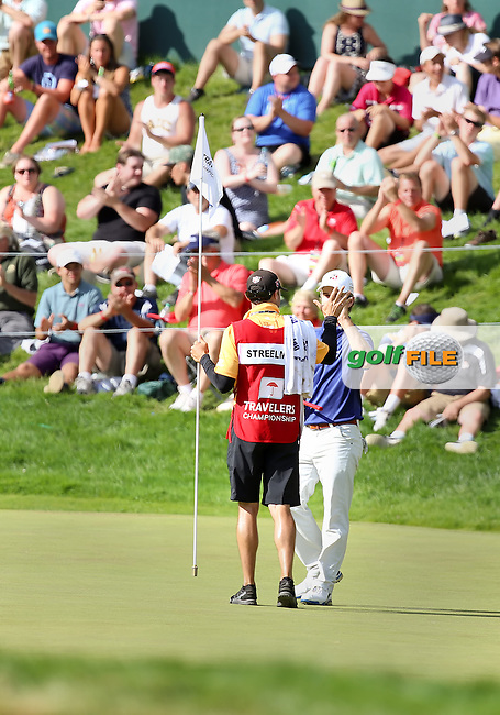 22 June14  Kevin Streelman and his caddie celebrate on 18 after Sunday's Final Round of The Travelers Championship at The TPC River Highlands in Cromwell, Connecticut. (photo credit : kenneth e. dennis/kendennisphoto.com)