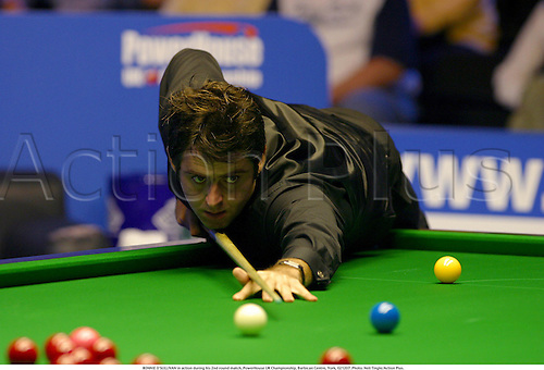 RONNIE O'SULLIVAN in action during his 2nd round match, PowerHouse UK Championship, Barbican Centre, York, 021207. Photo: Neil Tingle/Action Plus....2002.snooker