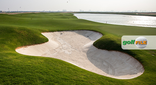 Reverse view of the 16th at Al Zorah Golf Club, Dubai, United Arab Emirates.  26/01/2016. Picture: Golffile | David Lloyd<br /> <br /> All photos usage must carry mandatory copyright credit (&copy; Golffile | David Lloyd)