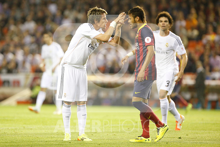 Real Madrid´s Coentrao (L) and F.C. Barcelona´s Neymar Jr during the Spanish Copa del Rey `King´s Cup´ final soccer match between Real Madrid and F.C. Barcelona at Mestalla stadium, in Valencia, Spain. April 16, 2014. (ALTERPHOTOS/Victor Blanco)