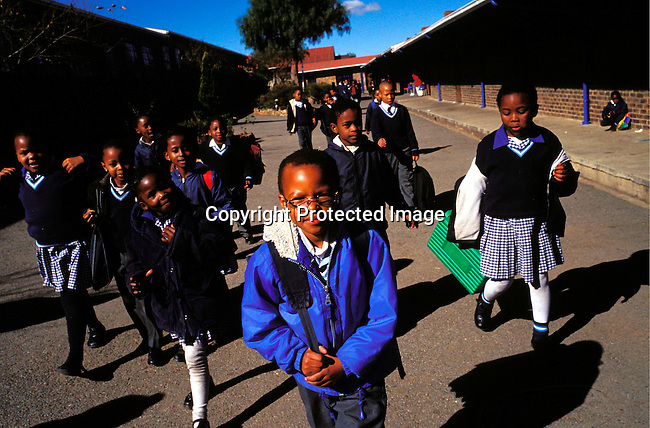 dieduca00148 Education, School: Unidentified children arriving for a new school day on July 12, 2002 at a Catholic school in Soweto, a black township outside Johannesburg, South Africa. Soweto is the largest township in the country and itÕs estimated that about 3-4 million people resides there..©Per-Anders Pettersson/iAfrika Photos...