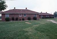1992 May 01..Assisted Housing..Oakleaf Forest...Exteriors.Cottages West Side of Greenleaf Drive...NEG#.NRHA#..HOUSING:OaklfF 1 2:11
