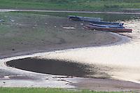 São Bernardo do Campo, SP - 19.11.2014 - CRISE HÍDRICA - Nível baixo do sistema Rio Grande/ Billings na região de São Bernardo do campo na tarde desta quarta - feira, (19). (Foto: Renato Mendes / Brazil Photo Press)