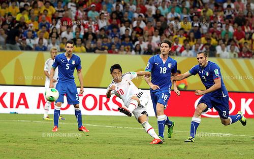 Shinji Kagawa (JPN),<br /> JUNE 19, 2013 - Football / Soccer :<br /> Shinji Kagawa of Japan scores his team's second goal past Riccardo Montolivo #18 and Giorgio Chiellini #3 of Italy during the FIFA Confederations Cup Brazil 2013 Group A match between Italy 4-3 Japan at Arena Pernambuco in Recife, Brazil. (Photo by Toshihiro Kitagawa/AFLO)