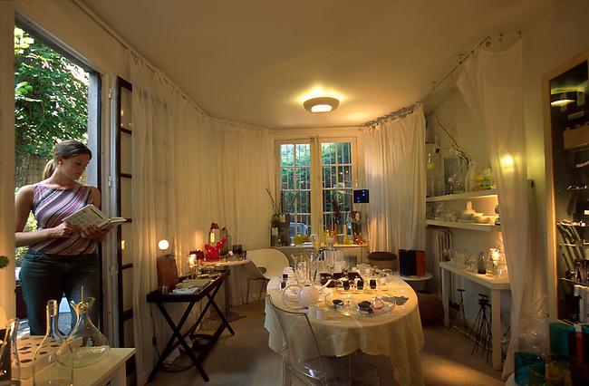 Barbizon, Interieur de la boutique Design, villa Cyrano *** Barbizon, Villa Cyrano, interior of the Design  shop.