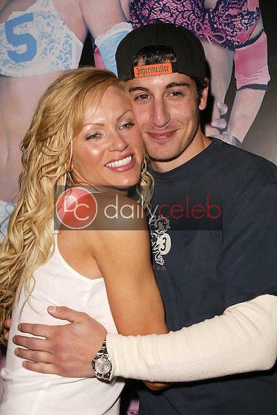 Nikki Ziering and Jason Biggs