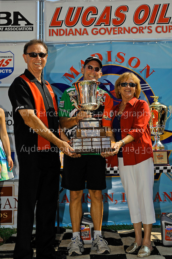"Mr. and Mrs Forest Lucas with winner Steve David, U-1 ""Oh Boy! Oberto"""