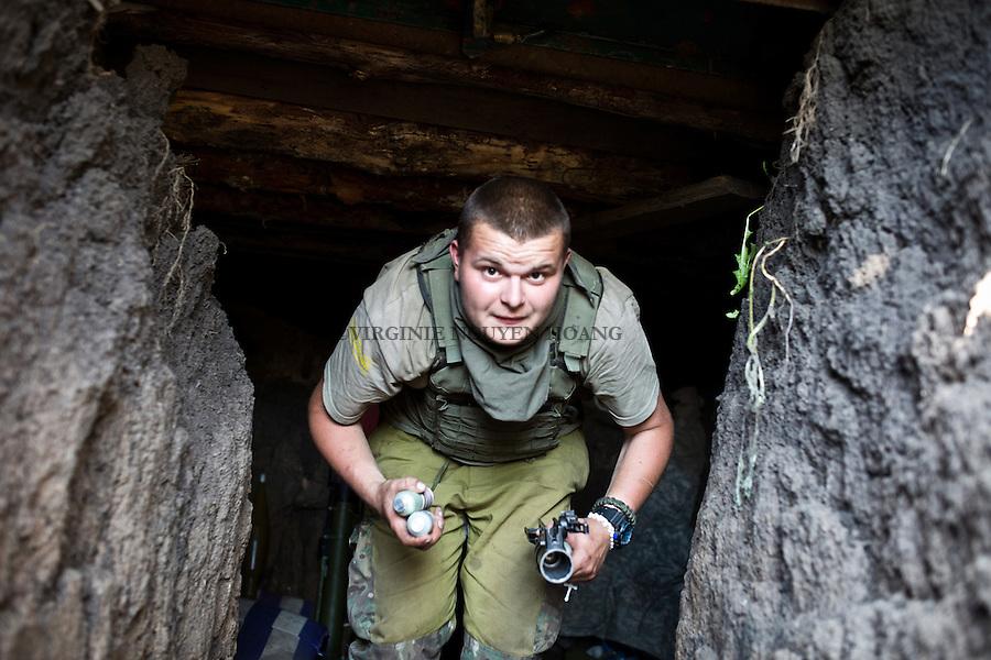 UKRAINE, Pisky: Daniel, 19 years old who's in in the 93 brigade starts his shift at his position in one of the trenches of Pisky frontline.<br /> <br /> UKRAINE, Pisky: Daniel, 19 ans, qui est dans la brigade 93 commence son shift &agrave; son poste d'observation dans l'une des tranch&eacute;es de la premi&egrave;re ligne de front  de Pisky.