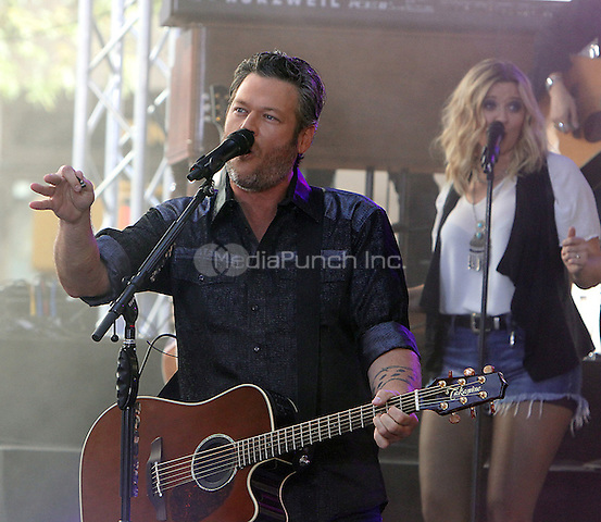 NEW YORK, NY-August 05: Blake Shelton perform on NBC's Today Show Citi Concert Series at Rockefeller Center in New York. NY August 05, 2016. Credit:RW/MediaPunch