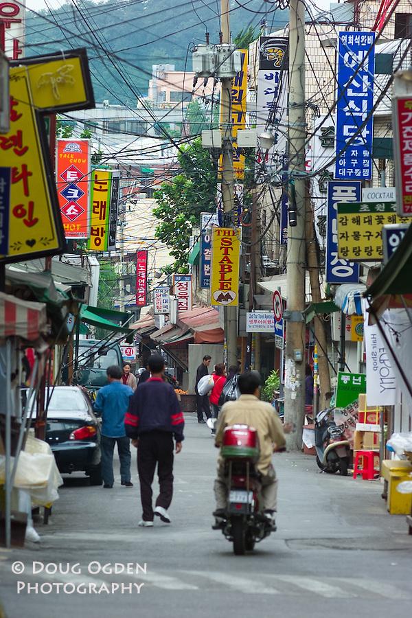 Narrow street, Seoul, South Korea