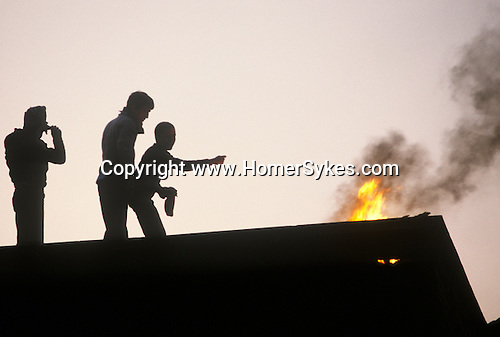 """Ireland The Troubles. Belfast young """"Hoods"""" burn down building during a riot. 1980s"""