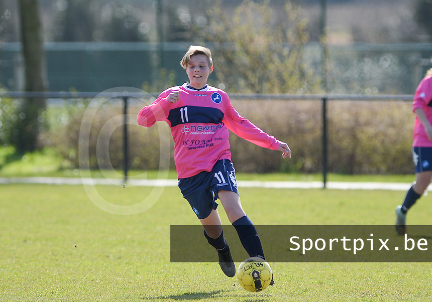 20160328 - Zwevezele , BELGIUM : Turnhout's Jasmien Schoofs (11) pictured during the soccer match between the women teams of Voorwaarts Zwevezele and FC Turnhout  , on the 20th matchday of the Belgian Third division for Women on Saturday 28 th March 2016 in Zwevezele .  PHOTO SPORTPIX.BE DAVID CATRY